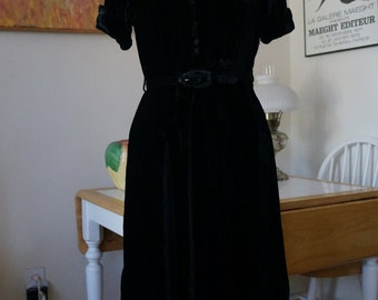 Vintage 1940s Black Velvet Cocktail Dress / LBD 1940s Dress 1940s Velvet Dress Belted Dress Peplum / Button Front Notched Cuffs / SM M