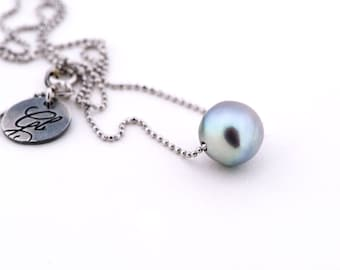 Stunning grey pearl with sterling silver chain