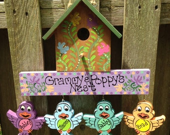 Grandparent birdhouse with hanging grandchildren