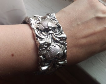 Spectacular Vintage 1960's Silver Tone Repousse Whiting And Davis Bracelet
