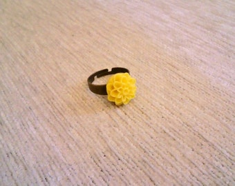 Vintagestyle Ring Dahlia Flower Yellow adjustable