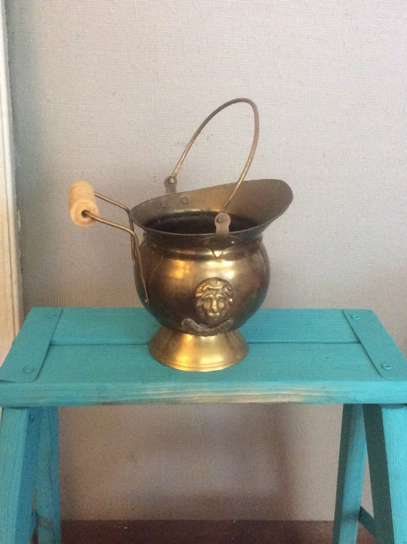Vintage lions head brass scuttle bucket, India mini coal bucket, vintage scuttle bucket, vintage brass mini lions head ash bucket, vintage