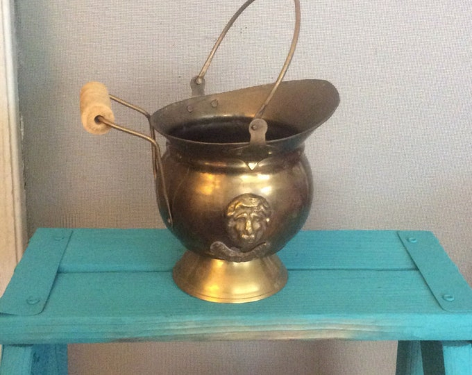 Vintage lions head brass scuttle bucket, India mini coal bucket, vintage scuttle bucket, vintage brass mini lions head ash bucket, vintage