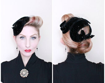 1950s Hat / VINTAGE / 50s Hat / Swirls / Fascinator / Rhinestones / Black Velvet / PRETTY