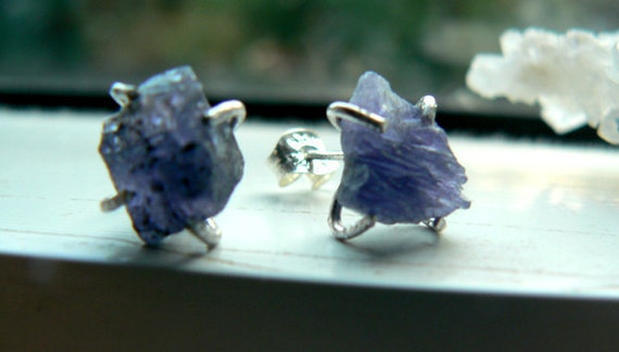 Raw tanzanite earrings studs -Rough gemstone prong set -tanzanite sterling silver earrings- Blue rough stone earrings-Fashion women earrings
