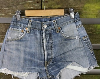 "LEVIS High Waisted Denim Shorts Vintage - 80/90s summer festival shorts! WAIST - 26"" HIPS - 38"""