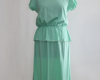 1970s Pistachio Green Scalloped Peplum Dress