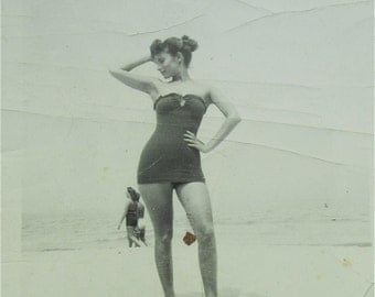 Sexy 1940's Beautiful Woman In Bathing Suit Models For The Camera Snapshot Photo - Free Shipping