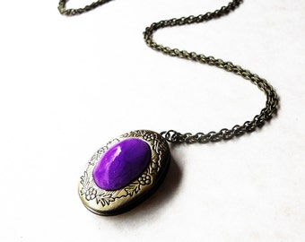 Purple locket / Summer wedding jewelry / Bridesmaid gift / Vintage style locket / Purple necklace / Lilac photo locket / FREE SHIPPING