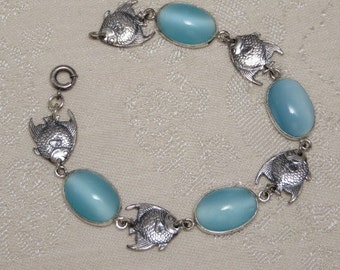Adorable vintage retro nicely detailed sterling silver tropical angel fish blue moonstone glass cabochon link bracelet