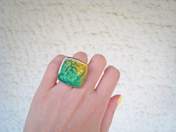 Green and yellow ombré resin ring, multicolor psychedelic glass ring, big chunky square ring, boho chic, color block jewelry