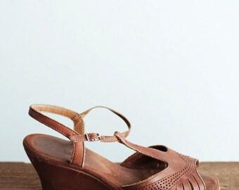 Leather Strap Sandals - T-strap Open Toe Wedge Heels - Women's 8