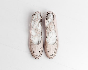 pink leather flats / pale pink leather flats / ankle tie flats / ankle tie shoes / size 8 pink flats