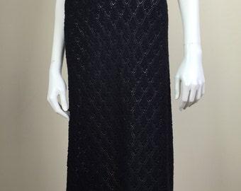 black crochet knit sweater skirt w/ scalloped hem midi 70s