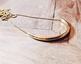 Flow necklace, necklace with curve, gold plated, necklace jewelry to offer jewelry with string beads, jewelry for anniversary, fine necklace.