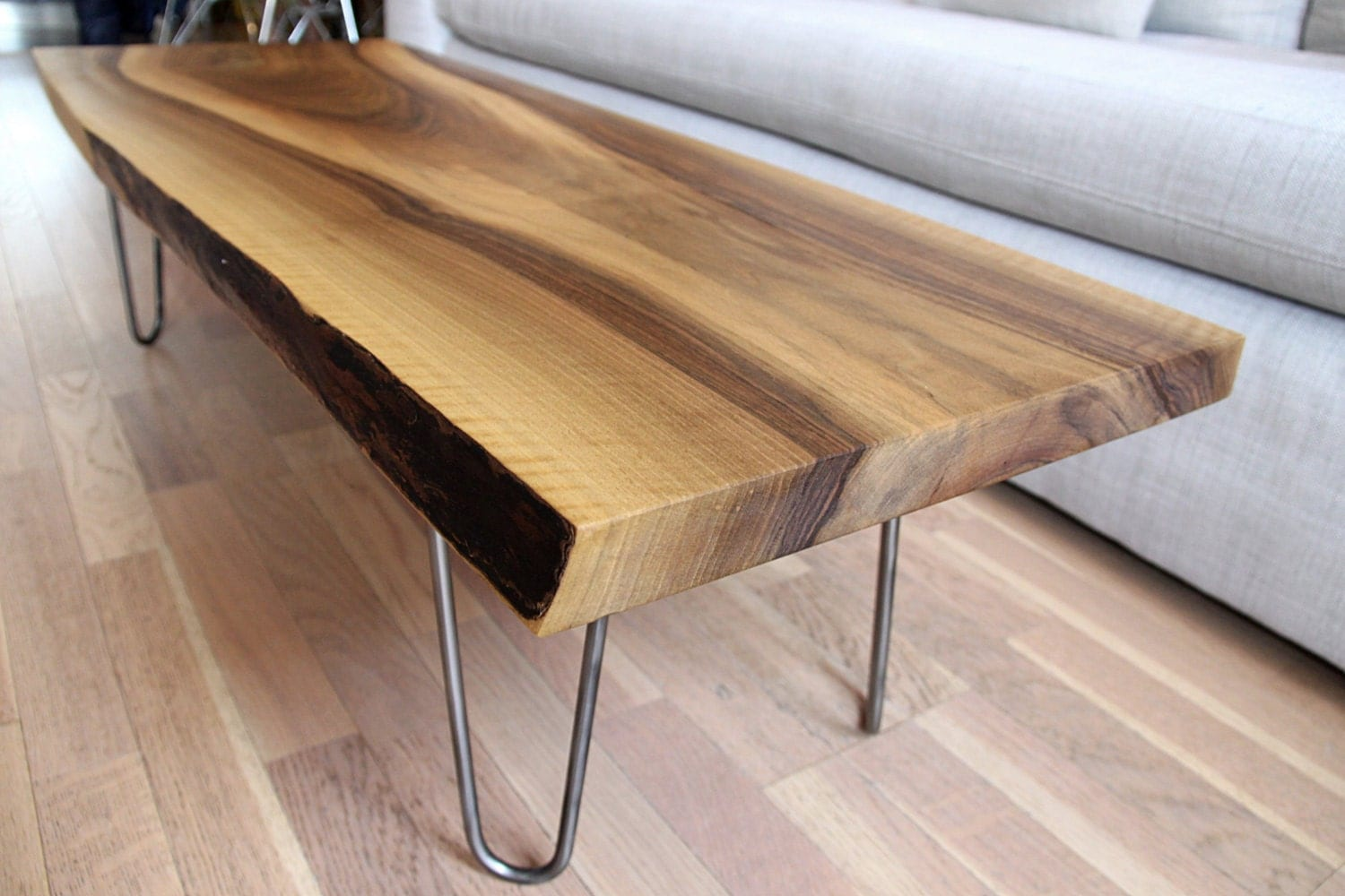 Sold live edge solid walnut coffee table on hairpin legs for Assemblage meuble