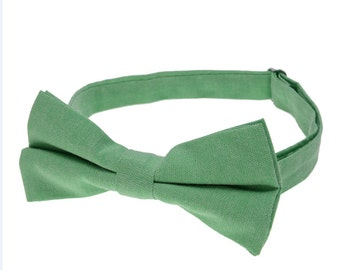 Wedding Bowties.Mens Bowtie.Spring Green Bowties.Suit Accessories.Green Wedding Accessories