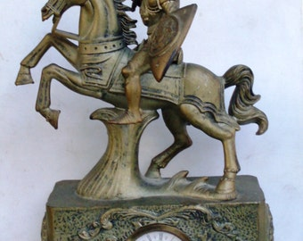 orologio a molla meccanico in materiale plastico, mechanical clock manual winding, produced West Germany with medieval knight