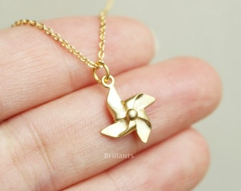 Pinwheel necklace in gold, Simple necklace, Minimal jewelry, Everyday necklace, Wedding necklace