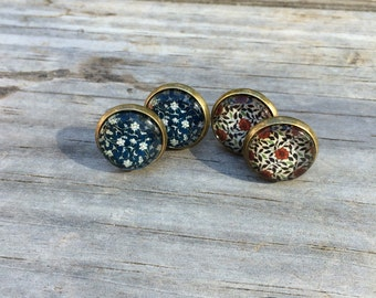 Floral earrings, stud earrings, Flower stud earrings, cabochon earrings, Set of 2 earrings, 12mm earrings