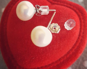 Freshwater Pearl Earrings. Sterling Silver.