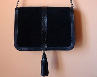 Crossbody bag in black leather with crocodile detail