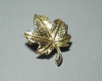 Gold Tone Maple Leaf Brooch/Maple Brooch/Gold Tone Brooch/Vintage Gift for Her/Vintage Gold Tone Jewellery/Gold Brooch/Gold Leaf Jewellery