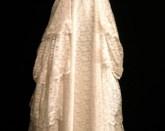 AMAZING!! 1940's Ivory Lace Wedding Gown               VG156