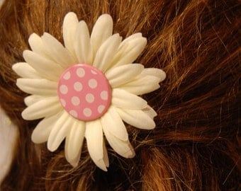 Flower girl daisy hairpin, pink polka dot daisy bobby pins, off white flower girl hair pin, pink and white spots, daisy hair pin accessories