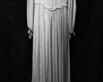 Stunning Vintage Gina Fratini iconic 1970s Ivory/cream  SILK Wedding /Haunting dress size S/M - immaculate!