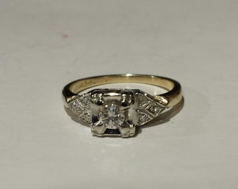 Vintage 14K Yellow Gold Engagement Ring With Diamonds in White Gold Mounting