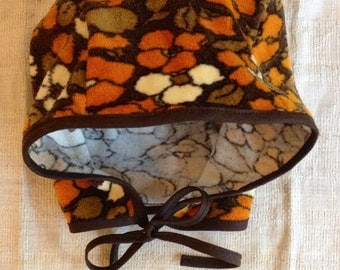 Children's bonnet made with vintage 1970-s fabric.