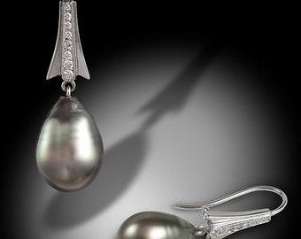 14KW gold Tahitian pearl drop earring