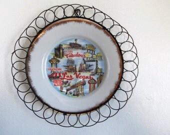 "1970s ""Fabulous Las Vegas"" Souvenir Plate in Wire Frame"
