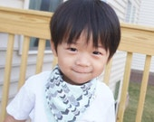 NEW/All-IN-1 Baby toddler REVERSIBLE bandana bib-scarf-drool bib/burp cloth /wipe cloth/hand towel/zigzag/cross/Apple Cyan/gray