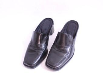 Minimal Black Leather Mule