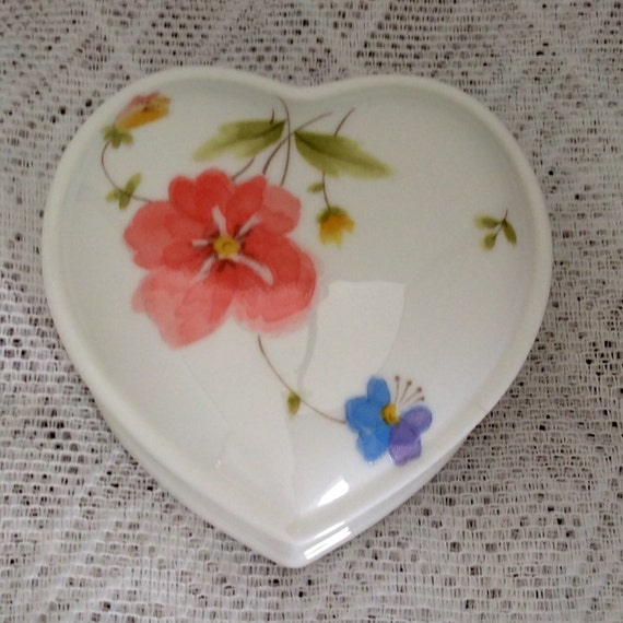 MIkasa Just Flowers Heart Shape Box with Lid