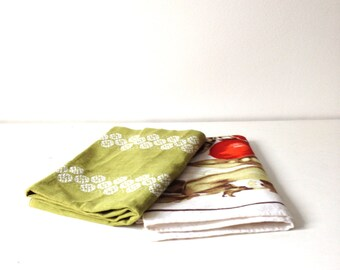 Vintage Linen Kitchen Towels / Set of 2 Hand Towels Dish Towels / 1970s Retro Kitchen Linens / Cottage Chic Linen Fabric / Vintage Linen