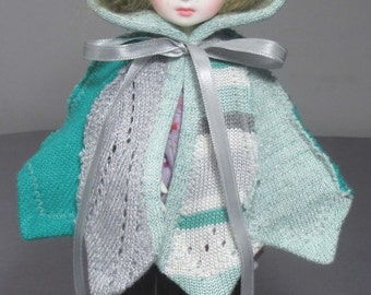 YoSD capelet in greens and silvers