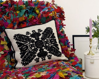 "Linen cushions, hand-embroidered ""Papilio"""