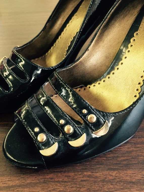 90s Franco Sarto black patent heels with gold embellishment size 7
