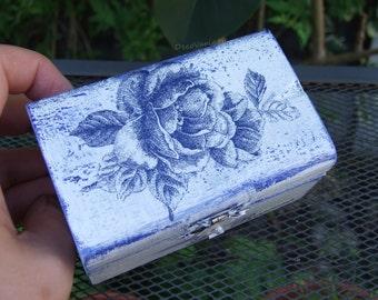 shabby chic trinket box/trinket box /rose box