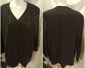 8AA-Womens blouse/ tunic-Size large-Long sheer sleeve-Buttons-Formal-Party-Office attire-Elegant-Holiday-Church-Feminine-Black-Flowers-Soft