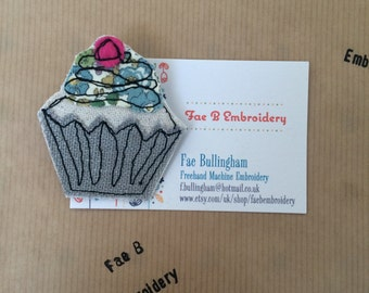 Cupcake brooch freehand embroidery