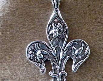 Pendant medieval fleur de lis