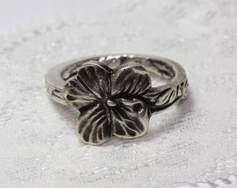 Size 9-9.5 Spoon ring, silver plated, floral
