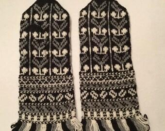 Stylized flower design hand-knit woolen Latvian mittens