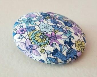 Vintage floral fabric brooch/ vintage fabric/ vintage brooch/ floral brooch/ brooch/ gift for her/
