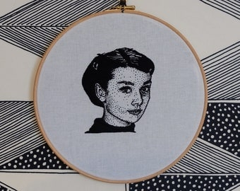 Hand embroidered portrait of Audrey Hepburn. Hand embroidery. Wall art. Audrey Hepburn. Hoop art. Gift for her. Hollywood icon.