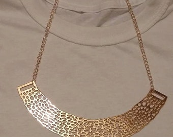 Necklace gold and pink bib